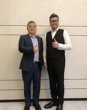 机房监控标王薛东山(左)与商界卧龙周导(右)合照