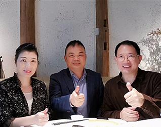标王机房监控薛东山与单仁资讯集团单仁博士相貌极、贾鹛院长合照