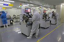 机房动力环境监控产品车间工人