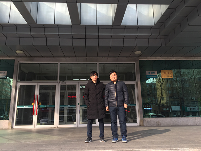 牡丹江水电大楼门口与客户合影