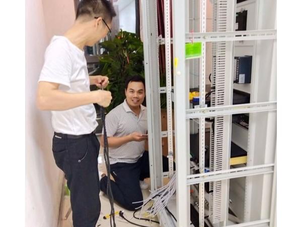 迈世居配所系统为客户深夜安装产品