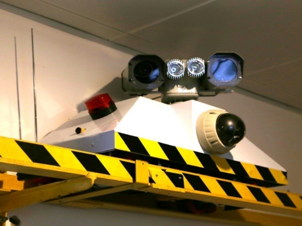 用迈世轨道巡检机器人,海运码头长距离送料巡检实现无人化