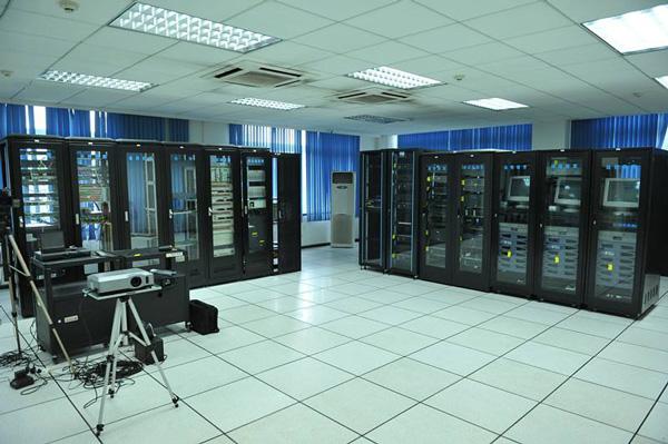 采用b/s架构的机房环境及门禁管理系统