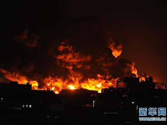 天津润滑油仓库起火,浓烟滚滚一夜方灭!呼吁更有效的安全监控